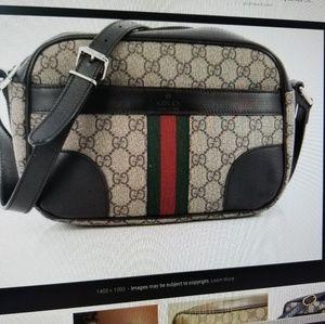 ISO** Gucci ebony canvas gg in medium size